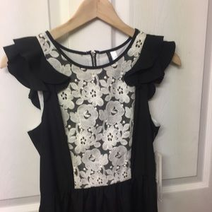 Kensie Dresses - Kensie black dress with white linen lace bib XS